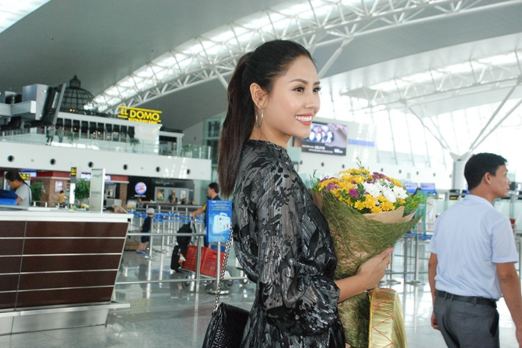 Bo me tien Nguyen Thi Loan sang My thi hoa hau-Hinh-6
