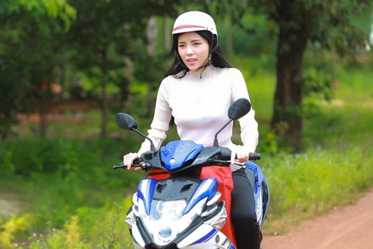 HH Ky Duyen tro lai day manh me sau scandal hut thuoc-Hinh-6