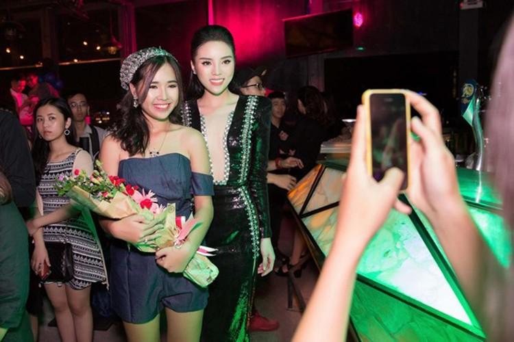 HH Ky Duyen tro lai day manh me sau scandal hut thuoc-Hinh-9