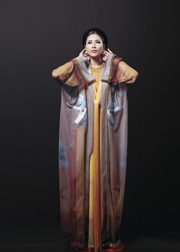 Ngam trang phuc dan toc cua Nguyen Loan tai Miss Grand International-Hinh-2