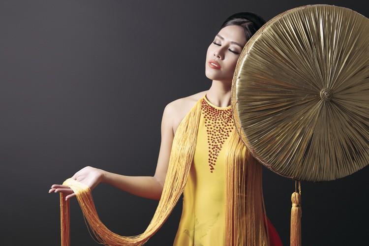 Ngam trang phuc dan toc cua Nguyen Loan tai Miss Grand International-Hinh-8