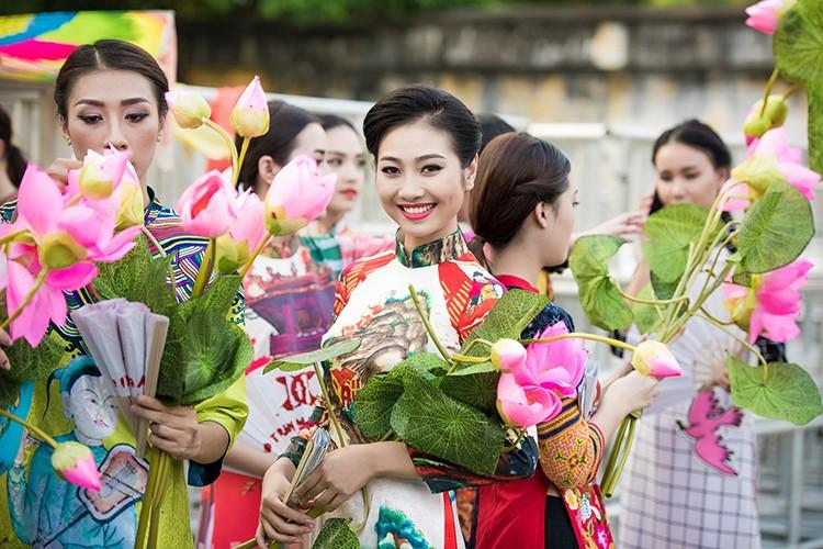 HH Ngoc Han do sac cung dan em Kieu Vy To Nhu-Hinh-5