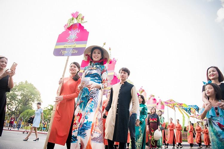 HH Ngoc Han do sac cung dan em Kieu Vy To Nhu