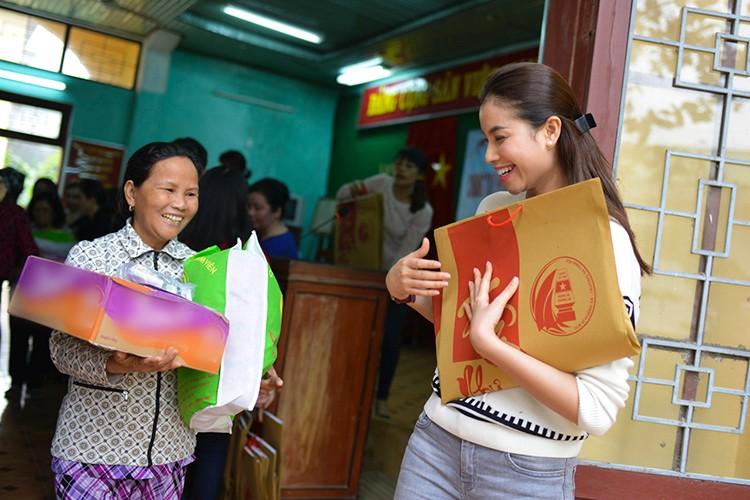 Pham Huong gian di di tu thien dau nam moi-Hinh-8
