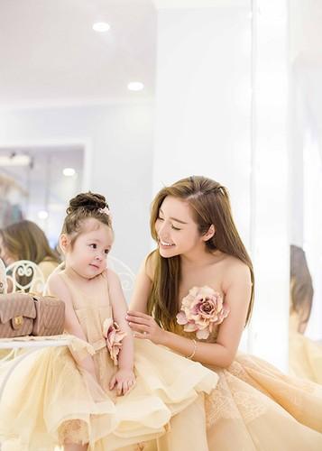 Khong the khong yeu khi ngam anh moi con gai Elly Tran-Hinh-2