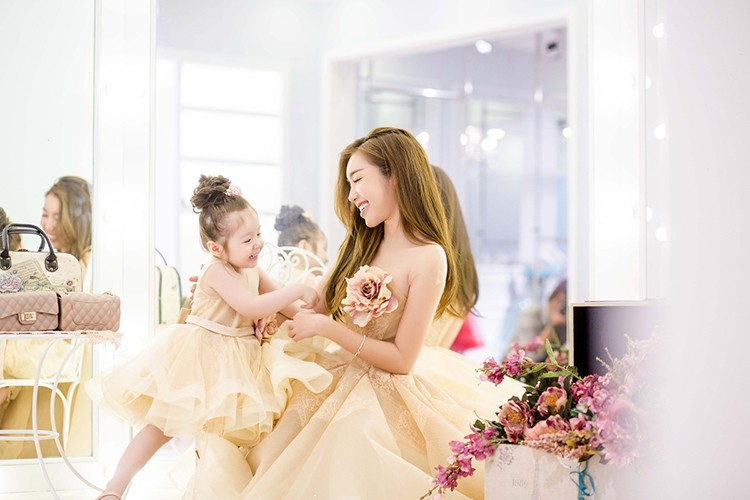 Khong the khong yeu khi ngam anh moi con gai Elly Tran-Hinh-3