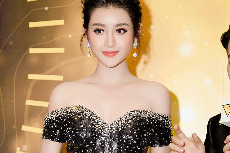 Thu Thao, Ky Duyen, Huyen My dep long lay tren tham do-Hinh-9