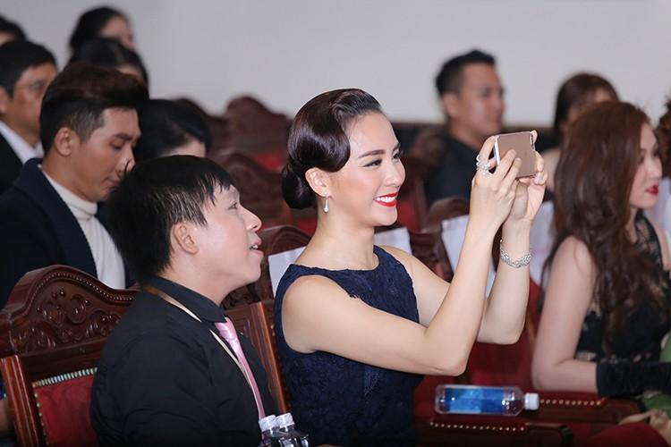 Ngat ngay ve dep man ma cua A hau Thien Ly-Hinh-9