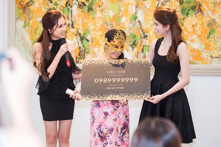 Ty phu Hoang Kieu hon Ngoc Trinh tai san bay gay sot-Hinh-9