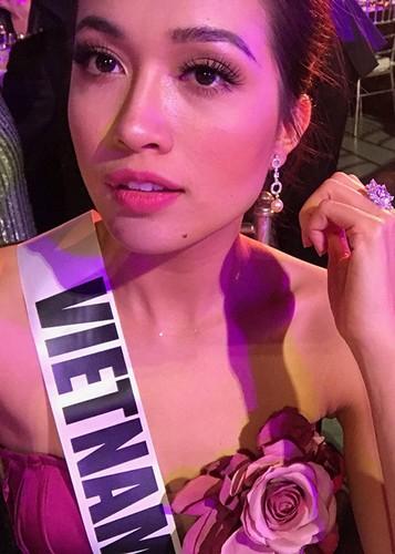 Le Hang goi cam trong tiec chao mung cua Miss Universe-Hinh-3
