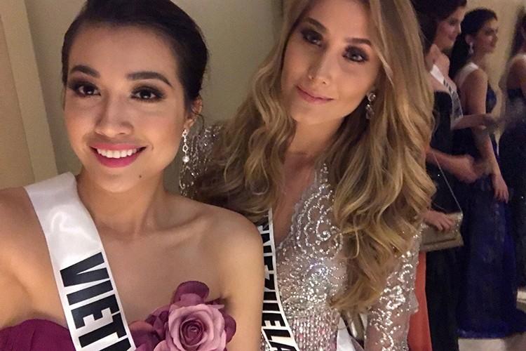 Le Hang goi cam trong tiec chao mung cua Miss Universe-Hinh-4