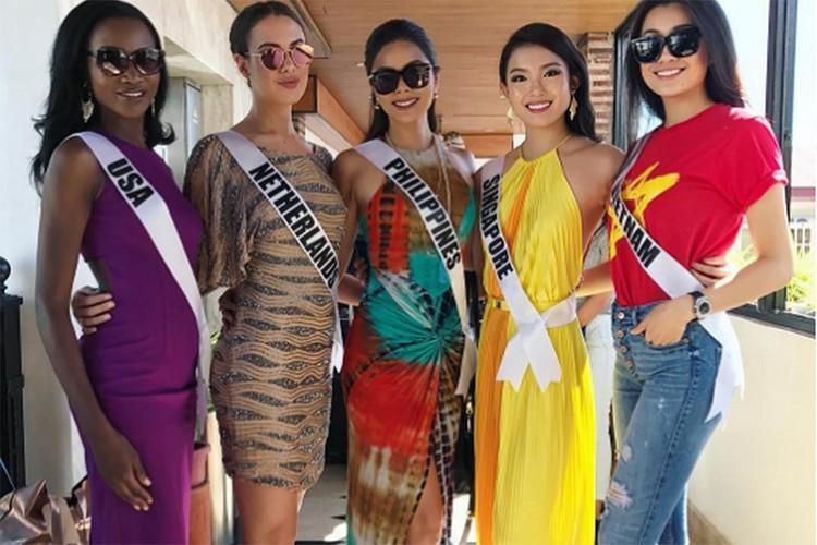 Le Hang goi cam trong tiec chao mung cua Miss Universe-Hinh-6