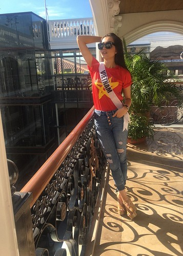 Le Hang goi cam trong tiec chao mung cua Miss Universe-Hinh-7