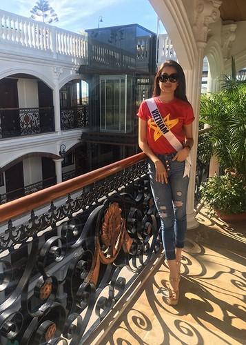 Le Hang goi cam trong tiec chao mung cua Miss Universe-Hinh-8