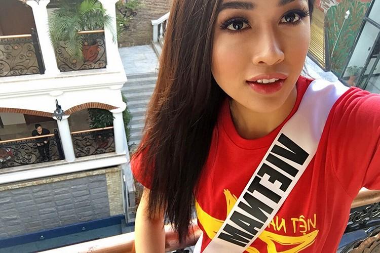 Le Hang goi cam trong tiec chao mung cua Miss Universe-Hinh-9