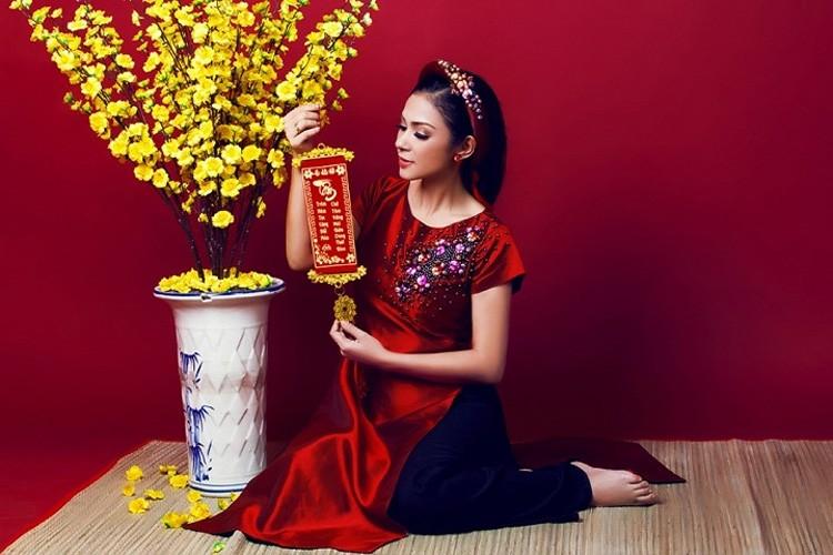 My nhan Viet dep diu dang trong ao dai don Tet-Hinh-7