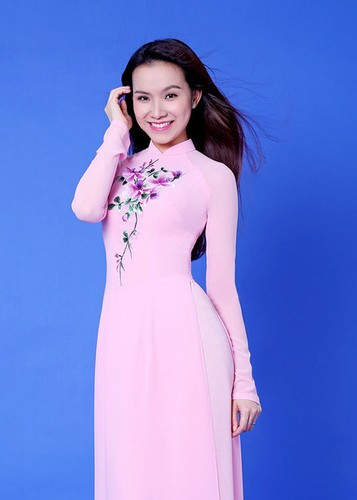 My nhan Viet dep diu dang trong ao dai don Tet-Hinh-9