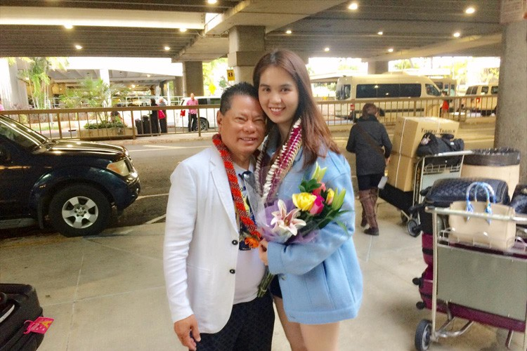 Anh tinh tu cua Ngoc Trinh - Hoang Kieu tai san bay Hawaii