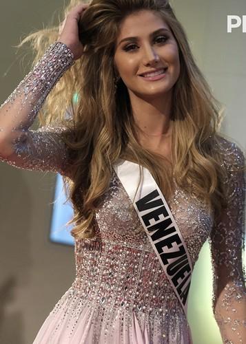 Dung nhan 12 thi sinh dep nhat truoc ban ket Miss Universe-Hinh-5