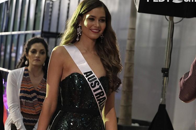 Dung nhan 12 thi sinh dep nhat truoc ban ket Miss Universe-Hinh-7