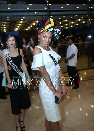 Dung nhan 12 thi sinh dep nhat truoc ban ket Miss Universe