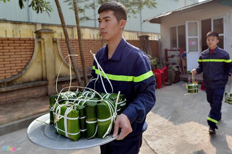 Anh: Linh cuu hoa mo lon, goi banh chung don Tet-Hinh-10