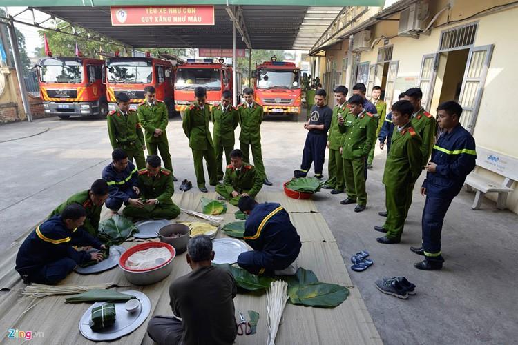 Anh: Linh cuu hoa mo lon, goi banh chung don Tet-Hinh-7