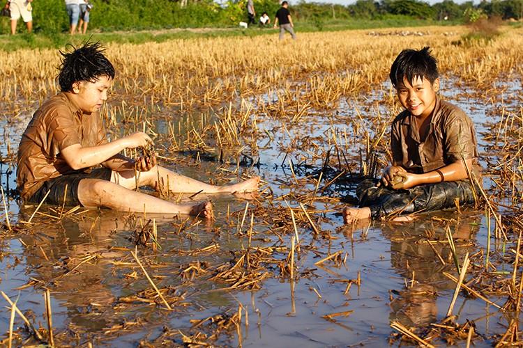 Hoc tro Ngo Thanh Van vuong tinh tay ba trong phim moi-Hinh-11