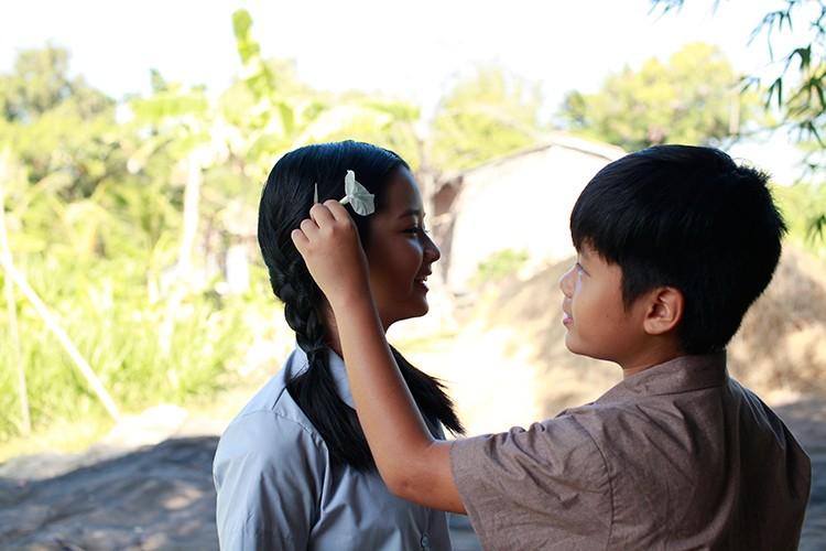 Hoc tro Ngo Thanh Van vuong tinh tay ba trong phim moi-Hinh-12