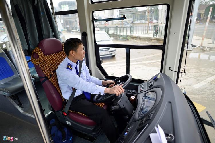 Noi that don gian cua buyt nhanh BRT bi to doi gia-Hinh-3