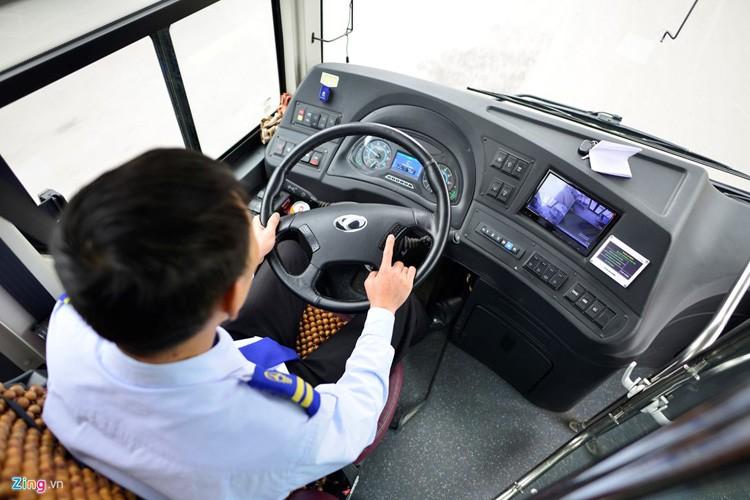 Noi that don gian cua buyt nhanh BRT bi to doi gia-Hinh-4