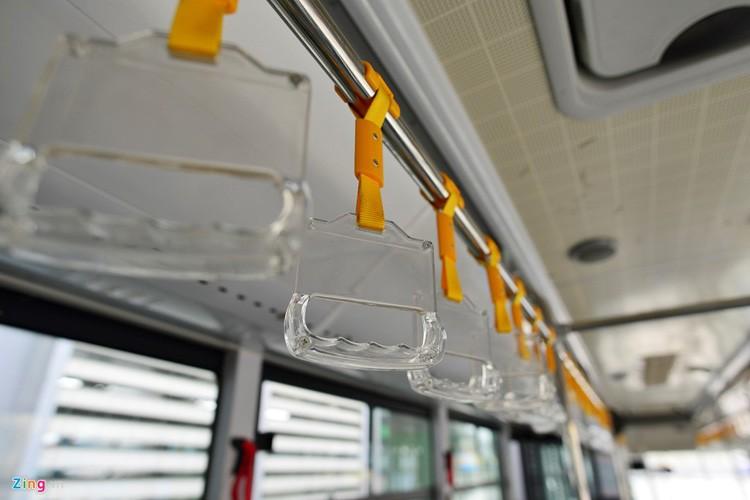 Noi that don gian cua buyt nhanh BRT bi to doi gia-Hinh-5
