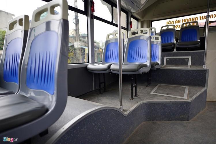 Noi that don gian cua buyt nhanh BRT bi to doi gia-Hinh-6