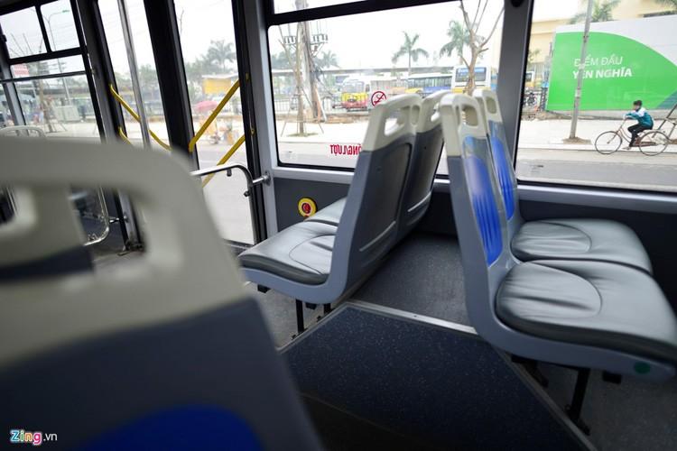 Noi that don gian cua buyt nhanh BRT bi to doi gia-Hinh-7