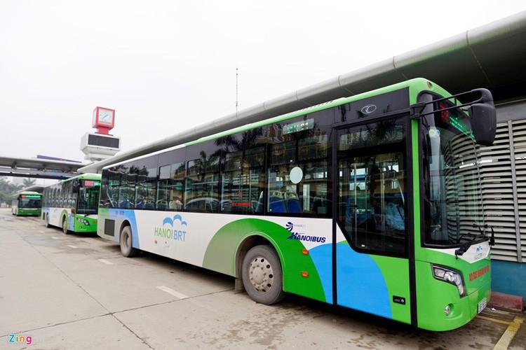 Noi that don gian cua buyt nhanh BRT bi to doi gia