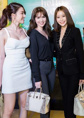 Ngoc Trinh mang tui xach 1,5 ty di su kien-Hinh-2