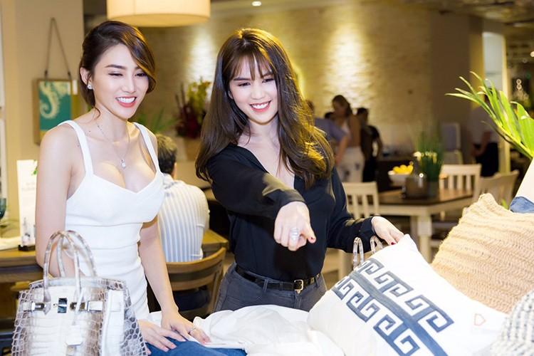 Ngoc Trinh mang tui xach 1,5 ty di su kien-Hinh-3