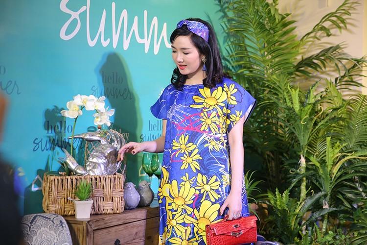 Ngoc Trinh mang tui xach 1,5 ty di su kien-Hinh-6
