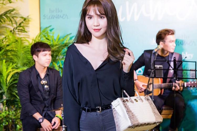Ngoc Trinh mang tui xach 1,5 ty di su kien