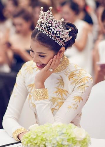 "Pham Huong ngai ngung chia se khong biet ""bao gio lay chong"""