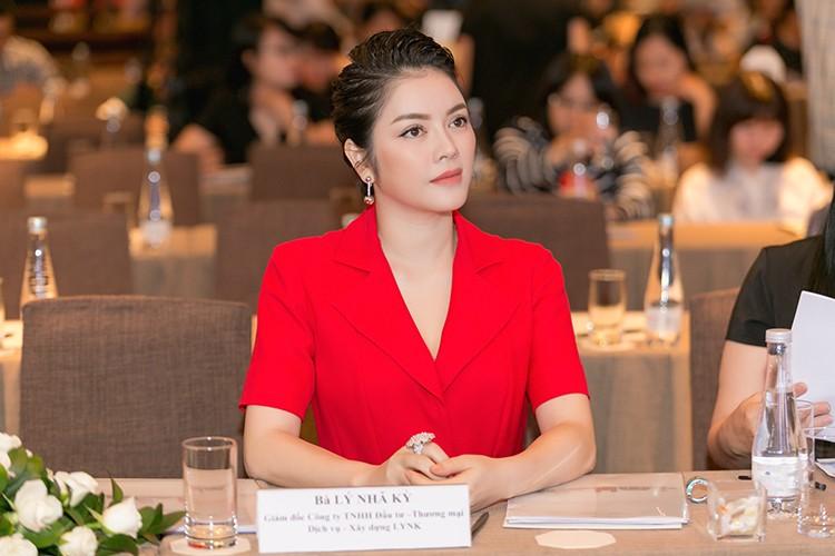 Ly Nha Ky chi 1 trieu euro quang ba hinh anh VN tai Cannes-Hinh-5
