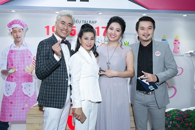 Ly Thanh Thao cung chong Tay mang con di ra mat phim-Hinh-10