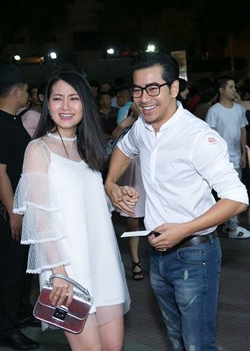 Ly Thanh Thao cung chong Tay mang con di ra mat phim-Hinh-11