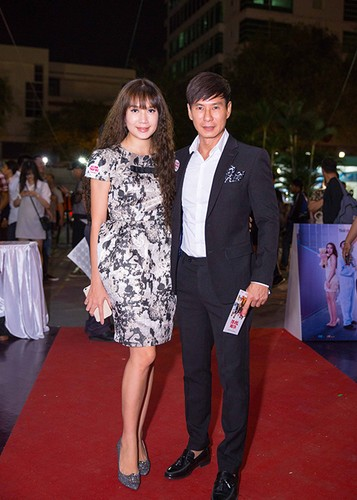 Ly Thanh Thao cung chong Tay mang con di ra mat phim-Hinh-12