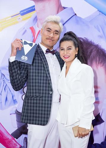 Ly Thanh Thao cung chong Tay mang con di ra mat phim-Hinh-8
