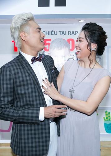 Ly Thanh Thao cung chong Tay mang con di ra mat phim-Hinh-9