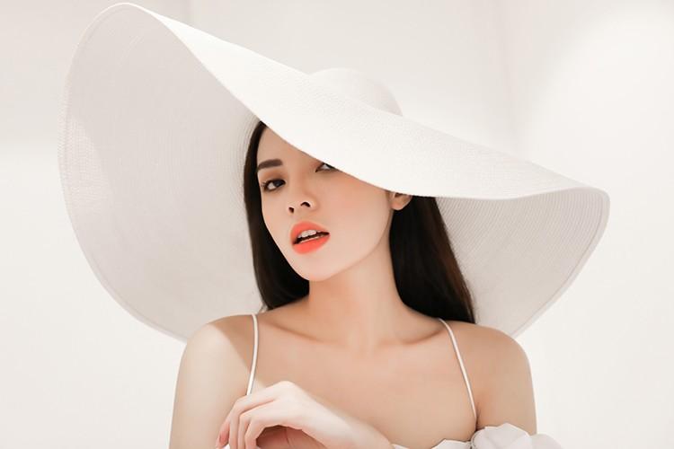 HH Ky Duyen hao hung chon vay ao du show thoi trang-Hinh-2
