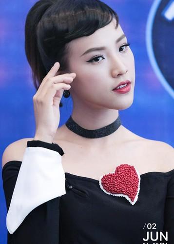 Ve dep nuot na khong ty vet cua A hau Hoang Oanh-Hinh-3
