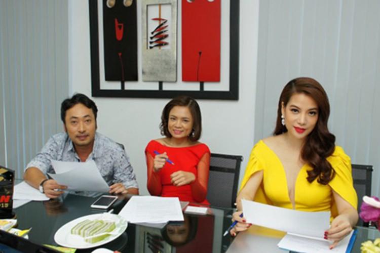Truong Ngoc Anh co du quyen luc thay vi tri host cua Thanh Hang?-Hinh-12