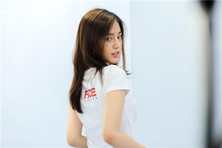 Soi chan dung ban sao Tam Tit tai The Face 2017